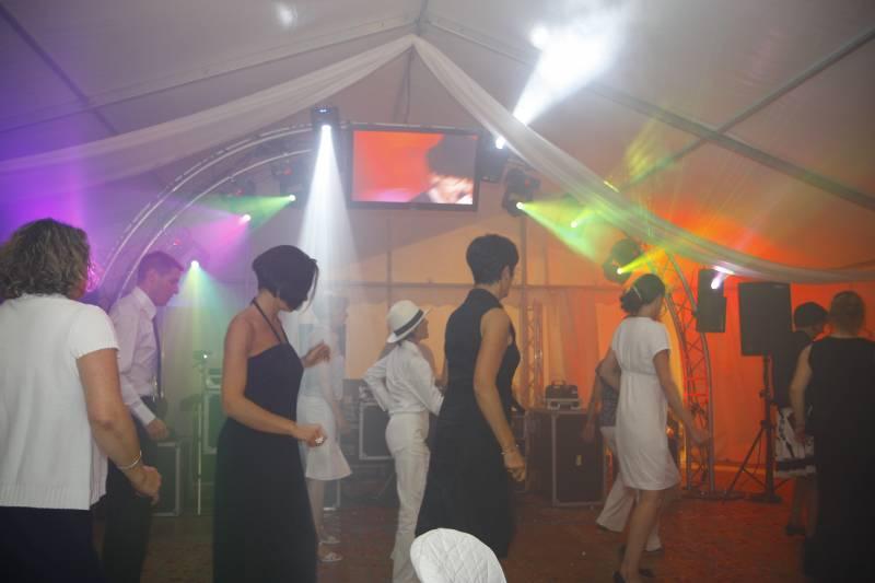 sonorisation soir e dansante animation de mariage et anniversaire mba evenement. Black Bedroom Furniture Sets. Home Design Ideas