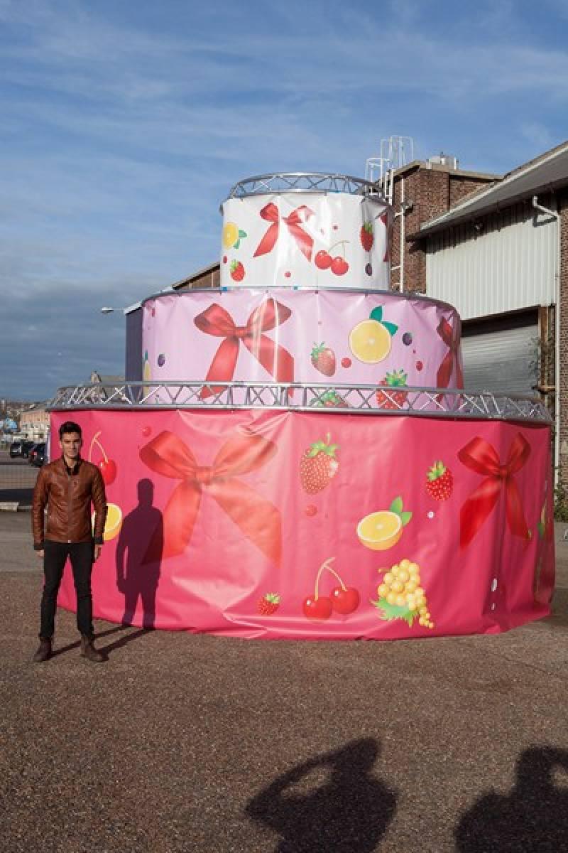 Location de gâteau géant d'aluminium